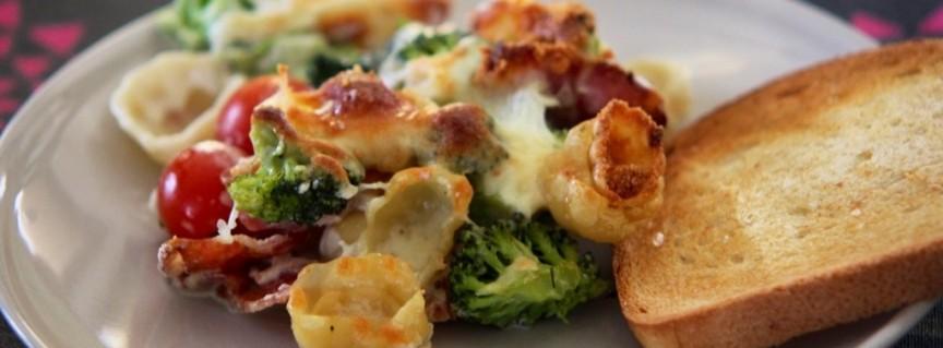 Pastagratang med broccoli